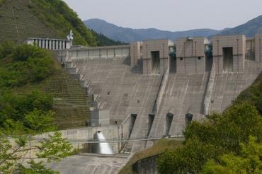 Dam01
